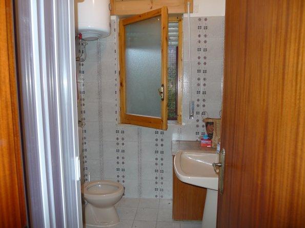 Casa estia foto interni ° piano bagno di servizio con doccia